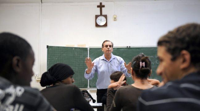 Des élèves de confession musulmane assistent à un cours de philosophie, le 9 octobre 2009 au collège privé catholique Saint-Mauront, à Marseille. – ANNE-CHRISTINE POUJOULAT / AFP