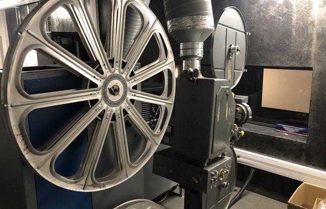 Un projecteur 35 mm de l'ancien cinéma a été conservé.