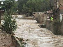 Le pont effondré de la commune inondée de Villegailhenc, dans l'Aude, le 15 octobre 2018.