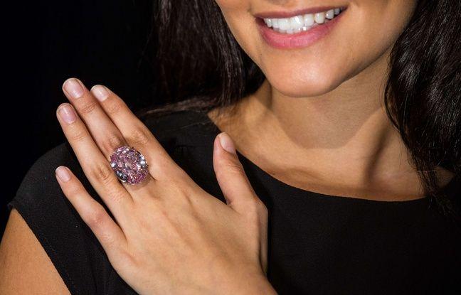 SDF Roumain... 648x415_diamant-etoile-rose-pink-star-presente-londres-royaume-uni-maison-sotheby-20-mars-2017