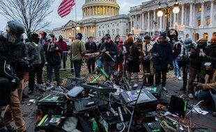 Des manifestants Pro-Trump devant le Capitole