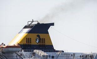 Un ferry de la compagnie Corsica Ferries dans le port de Nice