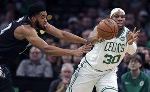 Guerschon Yabusele, qui se frotte ici à l'intérieur de Minnesota Karl -Anthony Towns en janvier 2019, a notamment disputé 74 matchs NBA avec les Boston Celtics de 2017 à 2019.