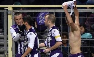 Le Serbe Aleksandar Pesic (torse nu) a inscrit le seul but de Toulouse contre Reims, le 31 janvier 2015 en Ligue 1.