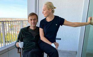 Une photo du leader de l'opposition russe Alexei Navalny et de sa femme Yulia Navalnaya à Berlin, postée sur Instagram.