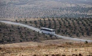 Un bus conduit des soldats turcs à la frontière entre la Turquie et la Syrie, le 8 octobre 2017.