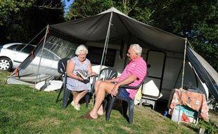 Un couple au camping du chêne, à Saint Julien de Concelles.