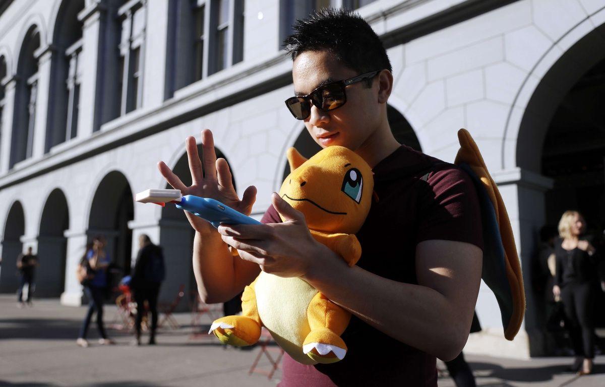 Tim chasse des Pokémons lors d'un rassemblement à San Francisco, aux Etats-Unis – Marcio Jose Sanchez/AP/SIPA