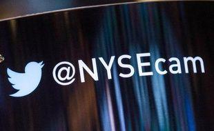 Le réseau social en ligne américain Twitter a fait un démarrage en trombe jeudi à la Bourse de New York, où il s'envolait de plus de 80% peu après le début très attendu de sa cotation.