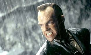 L'acteur Hugo Weaving sous les traits de l'Agent Smith dans Matrix