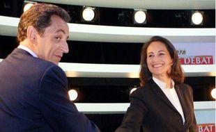 Nicolas Sarkozy et Ségolène Royal avant leur débat télévisé le 2 mai 2007 dans les locaux de la SFP à Boulogne-Billancourt