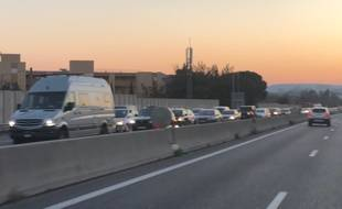 Sur l'autoroute A8, un dimanche soir. (Illustration)