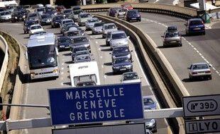 Illustration : Des automobilistes sont pris dans un ralentissement le 1er août 2009 à Lyon, à hauteur du tunnel de Fourvière.