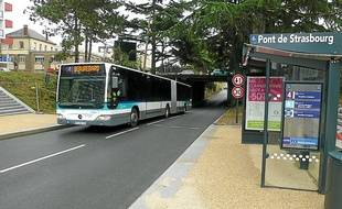 Les bus circulent désormais en site propre sous le pont de Strasbourg.