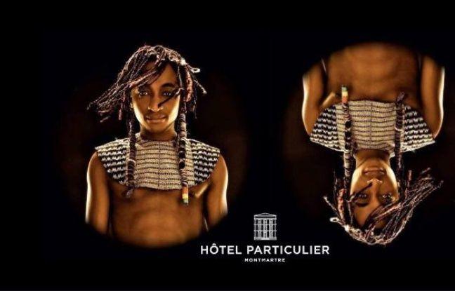 Le chanteur Ismaël Wonder, vêtu d'un habit traditionnel peul
