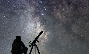 N'espérez pas contempler de trou noir avec votre télescope, mais ne vous privez pas de contempler les étoiles.