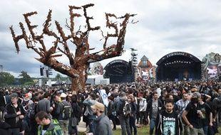 Heavy metal fans attend the Hellfest heavy metal and hard rock music festival on June 17, 2016 in Clisson, western France.  / AFP PHOTO / JEAN-SEBASTIEN EVRARD
