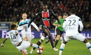 Le milieu de terrain du PSG Momo Sissoko, contre Lille, le 18 décembre 2011, au Parc des Princes.