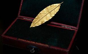 Une feille d'or de la couronne de Napoléon Ier a été mise aux enchères et vendue dimanche 19 novembre 2017 pour 625.000 euros.