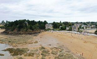 Une longue bataille judiciaire oppose depuis près de quarante ans l'Etat à de riches propriétaires à propos d'un sentier côtier à Saint-Briac-sur-Mer près de Dinard.