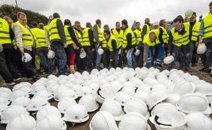 Des salariés et patrons du secteur des travaux publics manifestent à Lille le 14 octobre 2014