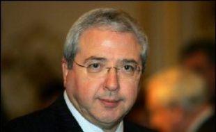 Le parquet de Paris a ouvert une enquête préliminaire après l'audition houleuse du président (PS) du Conseil régional d'Ile-de-France Jean-Paul Huchon par la brigade financière pour une affaire d'emplois fictifs présumés au sein de l'institution régionale, selon une source judiciaire.