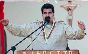 Entretenir une paranoïa permanente en agitant le traditionnel chiffon rouge américain constitue pour le président du Venezuela Nicolas Maduro un moyen de détourner l'attention de la crise économique que traverse le pays, à deux mois des élections municipales, estiment des analystes.