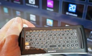La télécommande gyroscopique double face de la Sony Google Box.