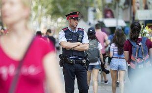 Illustration de Mossos d'Esquadra la police de Catalogne. Un homme a attaqué un commissariat près de Barcelone lundi 20 août 2018.