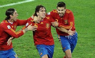 Le défenseur de l'équipe d'Espagne, Carles Puyol (au centre), célèbre son but face à l'Allemagne en demi-finale de la Coupe du monde, le 7 juillet 2010.