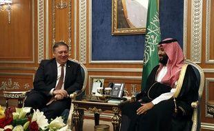 Le secrétaire d'Etat américain, Mike Pompeo et le prince héritier saoudien Mohammed ben Salmane, à Ryad, le 16 octobre 2018.