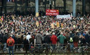 Des opposants au projet d'aéroport de Notre-Dame-des-Landes manifestent à Nantes, le 13 janvier 2016
