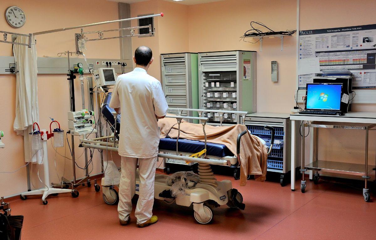 Illustration de la prise en charge d'un patient à l'hôpital.  – PHILIPPE HUGUEN / AFP