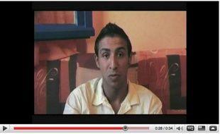 Capture d'écran de la vidéo où Amine défend Brice Hortefeux après la polémique provoquée par les propos du ministre de l'Intérieur à son égard en marge des universités d'été de l'UMP.