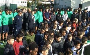Une minute de silence a été observée lundi au centre d'entraînement de l'ASSE à L'Etrat.