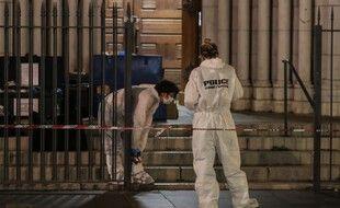 La police continuait ses constatations, jeudi soir, près de la basilique.