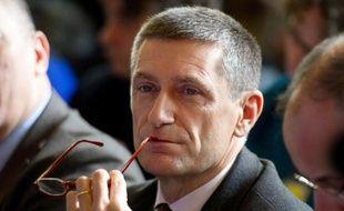 """Le directeur général de la police nationale, Frédéric Péchenard, entendu comme témoin assisté en octobre 2010 dans l'enquête sur l'espionnage des journalistes du Monde, a affirmé mercredi sur Europe 1 que demander des """"fadettes"""" n'était """"en soi"""" """"pas illégal""""."""