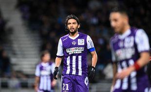 Le capitaine du TFC Abel Aguilar a signé la charte «Paris Sportifs» au nom de l'ensemble des joueurs.
