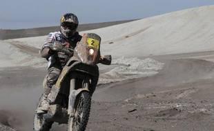 La 9e étape du rallye Dakar-2012 a été marquée mardi par l'abandon du vainqueur auto 2011, le Qatariote Nasser Al-Attiyah, alors que chez les motards, la guerre au sommet entre les frères ennemis Cyril Despres et Marc Coma s'est poursuivie, au bénéfice du Français.