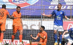 Alexander Djiku fulmine... Le Racing vient d'encaisser le troisième but de Montpellier, signé Laborde.