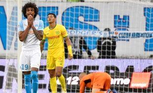 Luiz Gustavo déçu après une frappe manquée, face au FC Nantes.