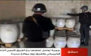 Capture d'images de la télévision syrienne montrant des inspecteurs de l'OIAC au travail dans un lieu indéterminé