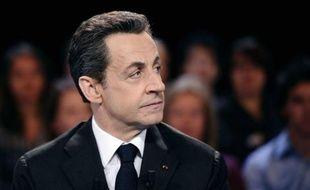 L'impôt minimum sur les grands groupes promis par Nicolas Sarkozy en cas de réélection à l'Elysée viserait le chiffre d'affaires mondial des sociétés déjà soumises à la taxe sur les transactions financières, a déclaré mercredi à l'AFP son équipe de campagne.