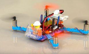 La start-up américaine Flybrix commercialise depuis peu des kits permettant de construire son propre drone en Lego.