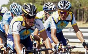 Alberto Contador et Lance Armstrong sur la route du Tour de France, le 8 juillet 2009.