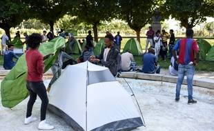 Installation de migrants square Daviais à Nantes, le 3 juillet 2019.