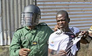 Un manifestant arrêté par la police à Conakry le 14 octobre 2019.