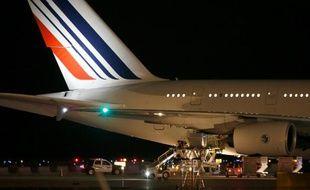 Air France va ouvrir des plans de départs volontaires (PDV) pour 1.400 postes au sol et 200 postes d'hôtesses et stewards d'ici début 2017