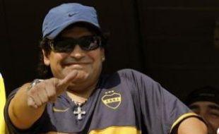 """Diego Maradona estime que les deux meilleurs joueurs du monde actuellement sont le Brésilien Ronaldinho et l'Argentin Lionel Messi, suivi de l'Anglais Wayne Rooney, et considère que le Ballon d'or 2007 Kaka, élu dimanche, est """"un peu en retrait""""."""