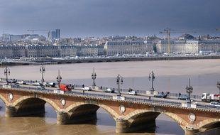 En août et en septembre, la circulation sur le pont de pierre sera complètement interdite à la circulation automobile.